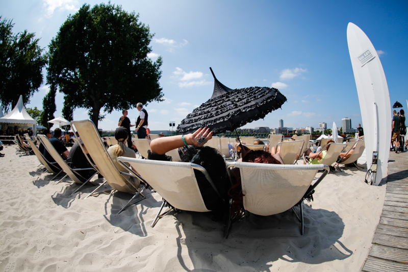 Amphi festival 2013 bildergalerie bed beach and beyond for Scha ne gemalte bilder